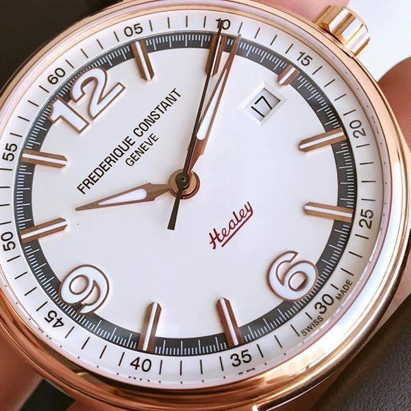 Đồng hồ Nam Frederique Constant FC303WGH5B4 mặt tròn, 3 kim, có lịch tháng mang lại vẻ thanh lịch, sang trọng cho quý ông